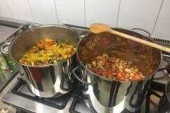 Gemüsecurry und mediterranes Gemüse