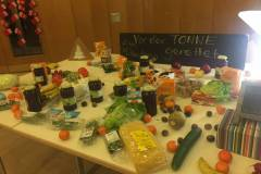 Präsentations-Tafel mit geretteten Lebensmittel