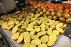gerettete Kartoffel warten auf den Rosmarin