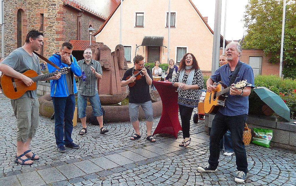 """Open Air mit der """"am Brunnen vor dem Tore""""-Band @ Kirchplatz Kleinostheim"""